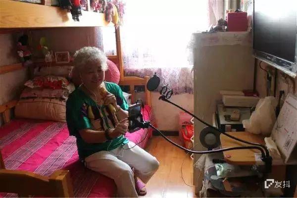 中老年网红图鉴:年轻人的爱情太脆弱,只好请50后当情感博主了